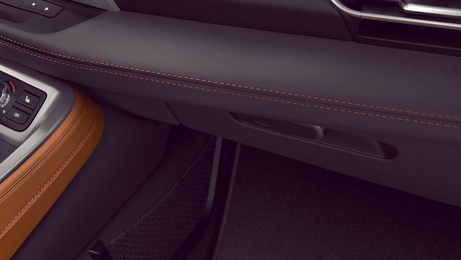 BMW I8 Coupe 2019 Interior 006