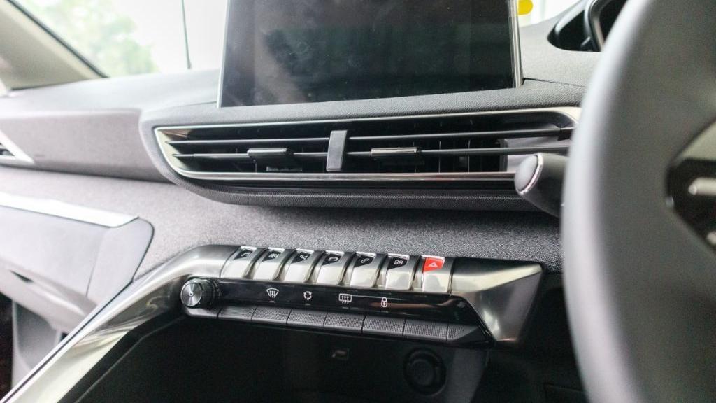 Peugeot 3008 2019 Interior 016