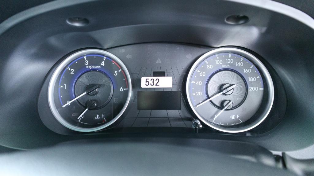 Toyota Hilux 2019 Interior 011