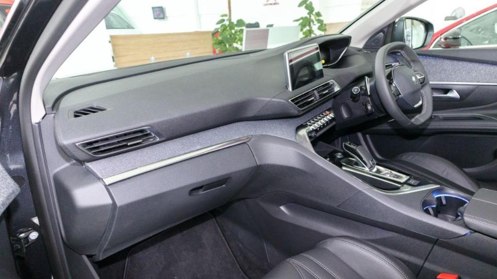 Peugeot 5008 2019 Interior 003