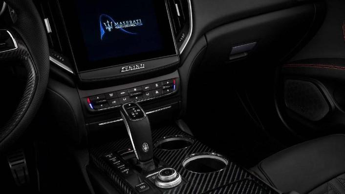 Maserati Ghibli 2019 Interior 005