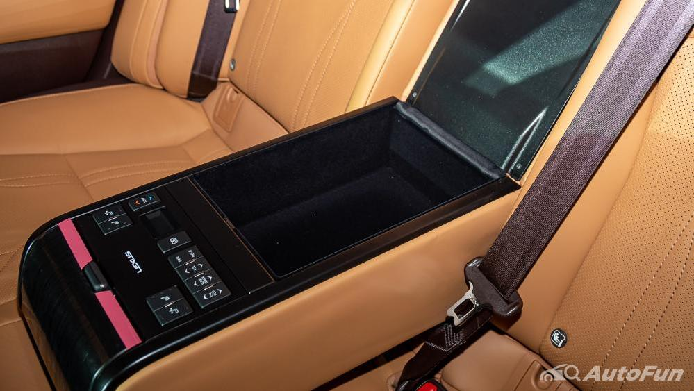 Lexus ES 2019 Interior 021