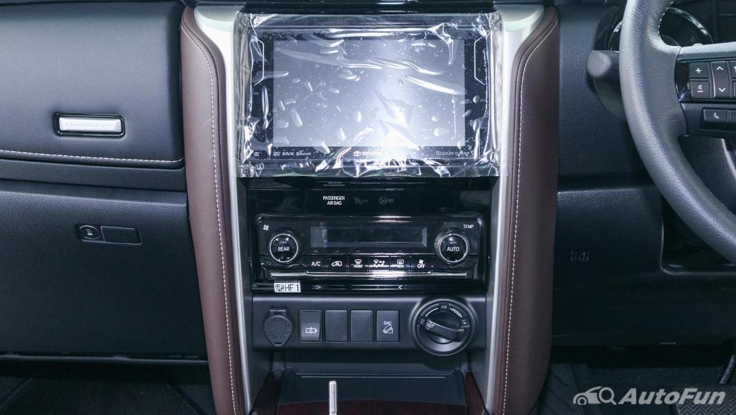 Toyota Fortuner 2019 Interior 015