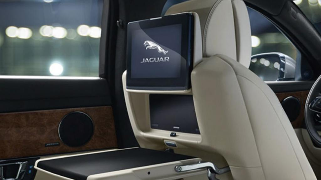 Jaguar XJ 2019 Interior 005