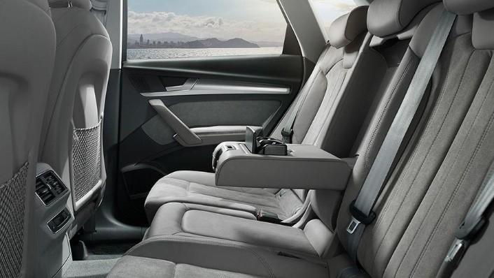 Audi Q5 2019 Interior 010