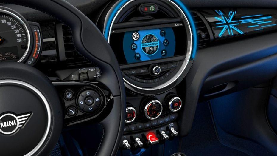 MINI 3 Door 2019 Interior 002