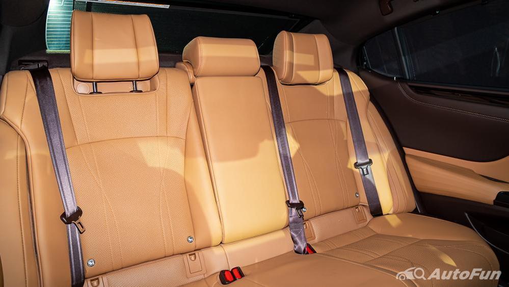Lexus ES 2019 Interior 027