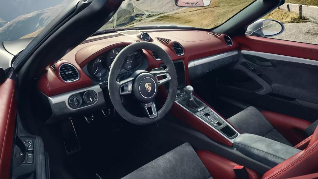 Porsche 718 2019 Interior 002
