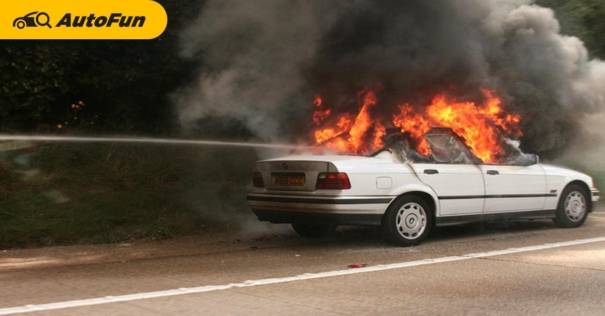 Tidak Cuma Handphone, Ini 7 Barang yang Jadi Penyebab Kebakaran dan Bikin Kerusakan di Mobil 01