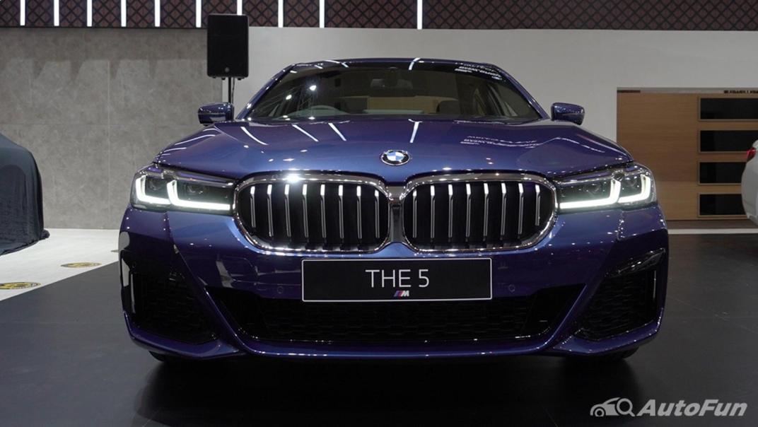 2021 BMW 5 Series Sedan Exterior 001