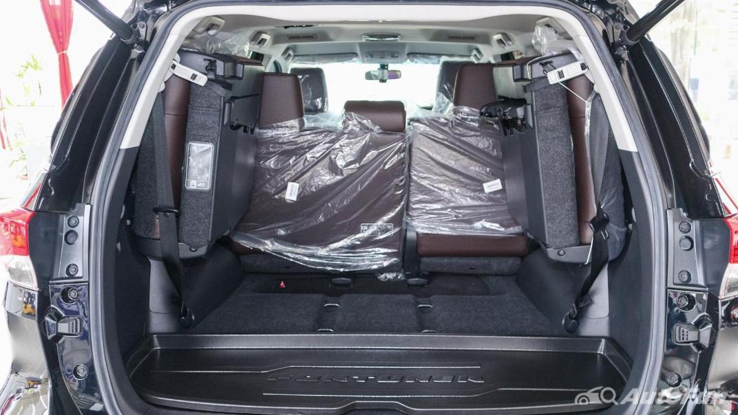 Toyota Fortuner 2019 Interior 039
