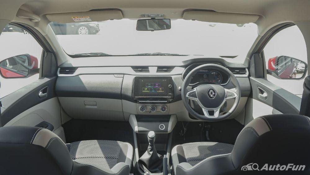 Renault Triber RXZ MT Interior 001