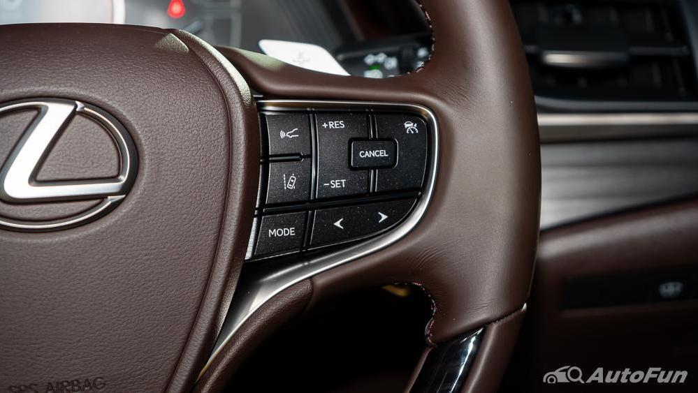 Lexus ES 2019 Interior 007