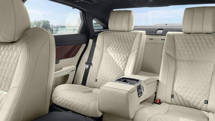 Jaguar XJ 2019 Interior 003