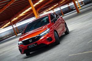 Adu Harga Diskon PPNBM, Honda City Hatchback RS Jadi 'Kemahalan' vs Toyota Yaris 2021 yang 'Murah Meriah'