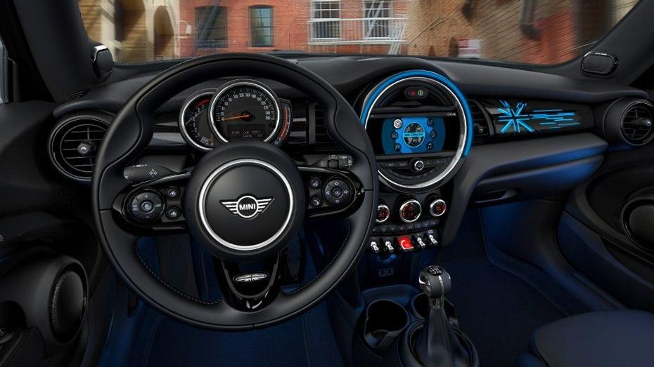 MINI 3 Door 2019 Interior 001
