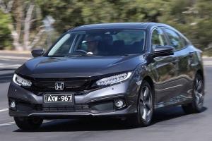 Honda Civic Turbo dan Toyota Corolla Altis Gratis Jasa Servis, Mana yang Biaya Perawatannya Paling Murah?