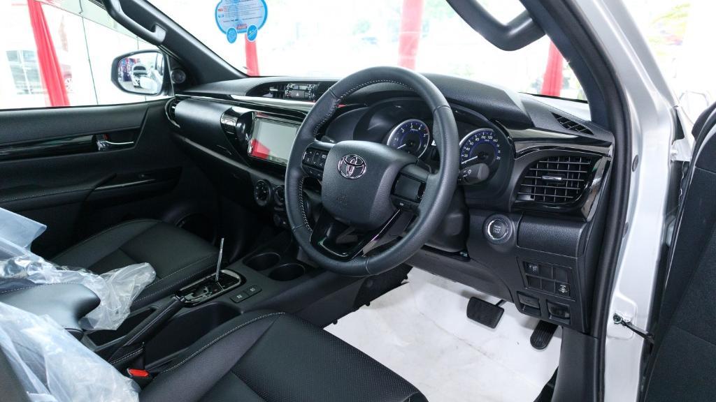 Toyota Hilux 2019 Interior 002