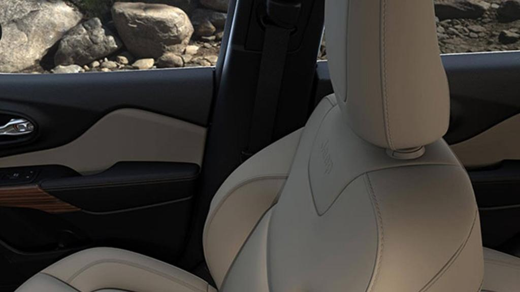 Jeep Cherokee 2019 Interior 011