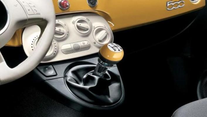 Fiat 500c 2019 Interior 008