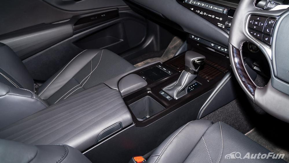 Lexus ES 2019 Interior 020