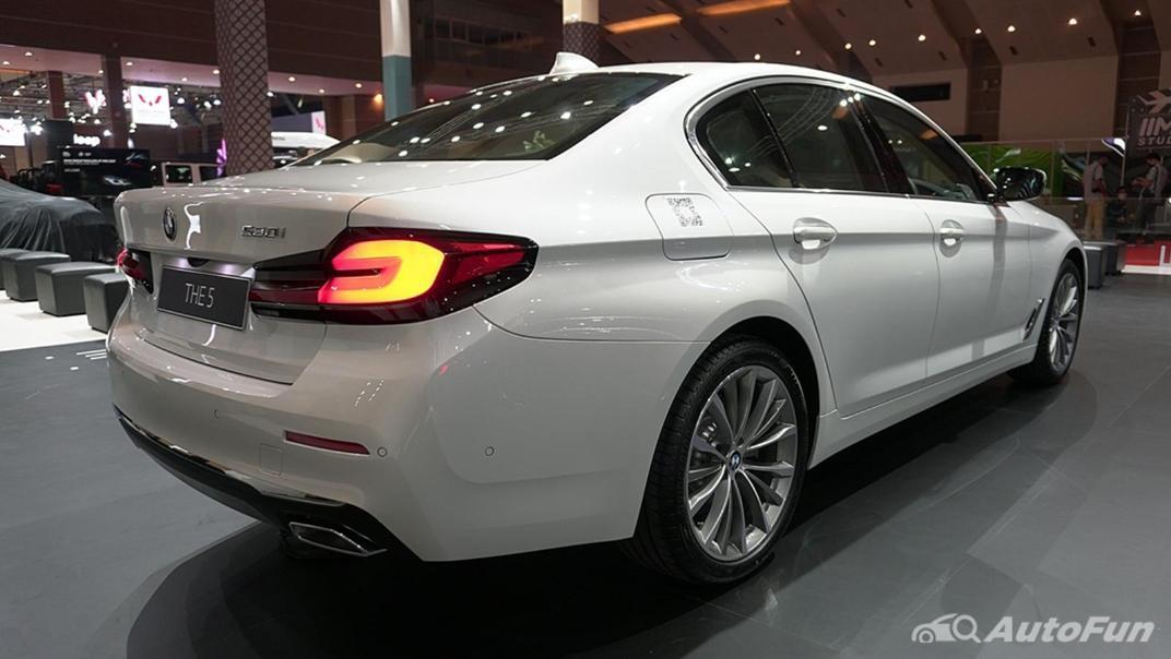 2021 BMW 5 Series Sedan Exterior 005
