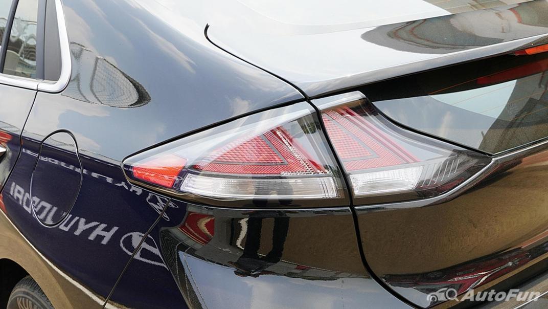 2021 Hyundai Ioniq Electric Exterior 010