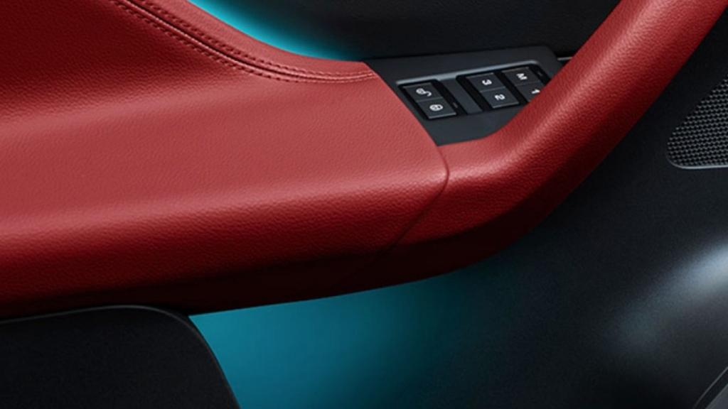 Jaguar F-PACE 2019 Interior 005