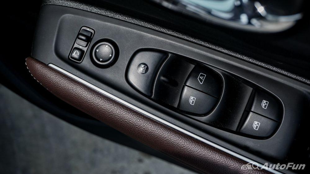 Renault Koleos Signature Interior 007