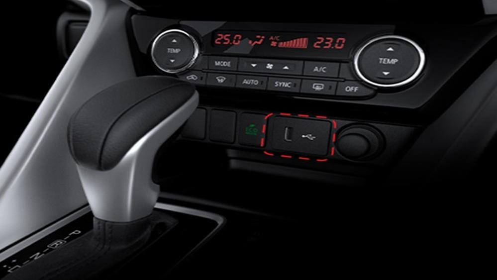 Mitsubishi Eclipse Cross 2019 Interior 009