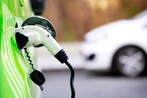 Cara Ngecas Mobil Listrik di SPKLU dan di Rumah, Gak Ribet dan Jauh Lebih Murah dari Isi Premium