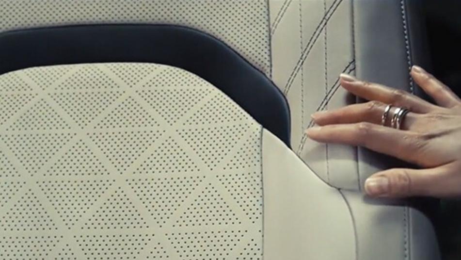 Lexus UX 2019 Interior 006