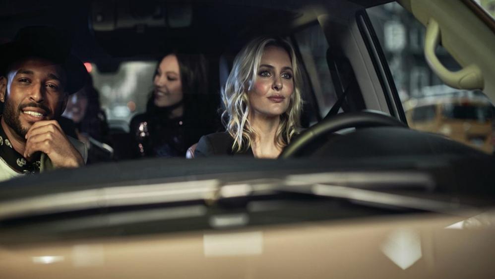 Jaguar XE 2019 Interior 003