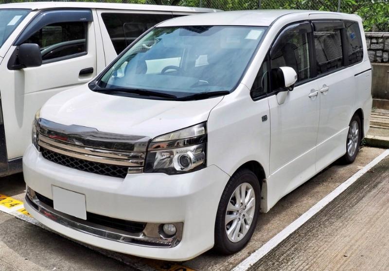 Kelebihan dan Kekurangan Toyota Voxy 02