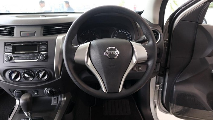 Nissan Navara 2019 Interior 005