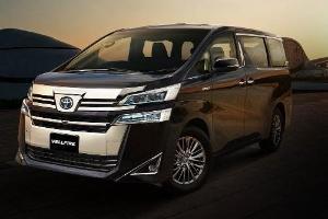 Adu Spesifikasi Toyota Vellfire dan Nissan Serena