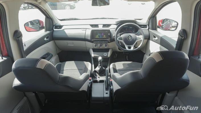 Renault Triber RXZ MT Interior 002