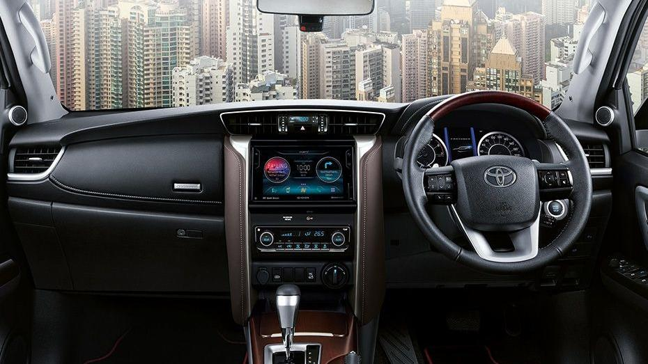 Toyota Fortuner 2019 Interior 040