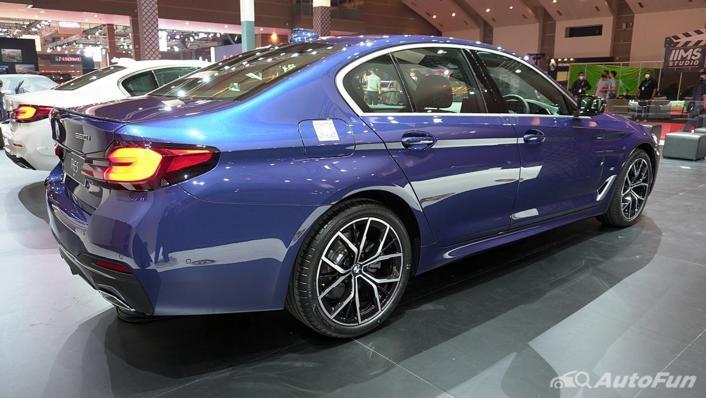 2021 BMW 5 Series Sedan Exterior 003
