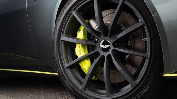Aston Martin DB11 2019 Exterior 014