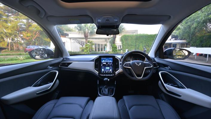 2021 Wuling Almaz RS Interior 001