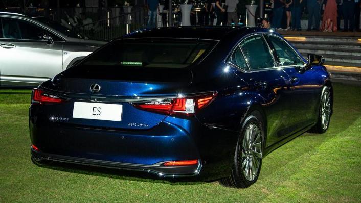 Lexus ES 2019 Exterior 006