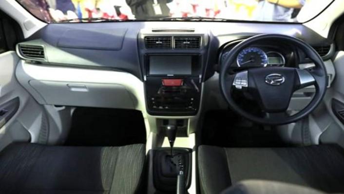 Daihatsu Grand Xenia 2019 Interior 001
