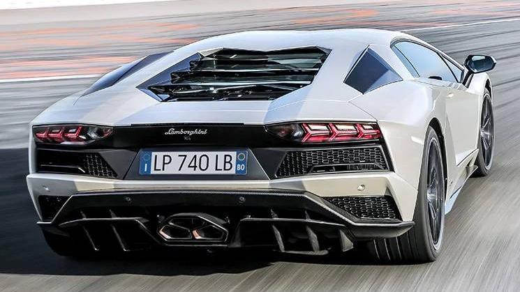 Lamborghini Aventador 2019 Exterior 041