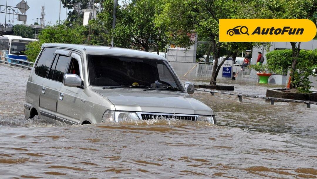 Terpaksa Terobos Banjir, Begini Trik Melewatinya Pakai Mobil Metik 01