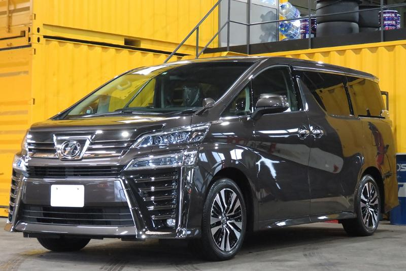 Adu Spesifikasi Toyota Vellfire dan Nissan Serena 02