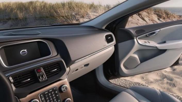 Volvo V40 Cross Country 2019 Interior 007