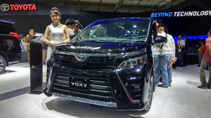 Perbandingan Spesifikasi Toyota Voxy vs Nissan Serena, Duel MPV Mewah 02