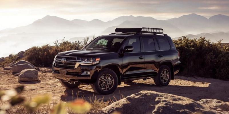 Perbandingan Pengalaman Berkendara Toyota Land Cruiser dan Land Rover Range Rover Velar 02