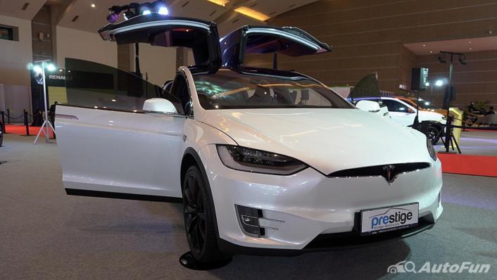 2021 Tesla Model X Exterior 001